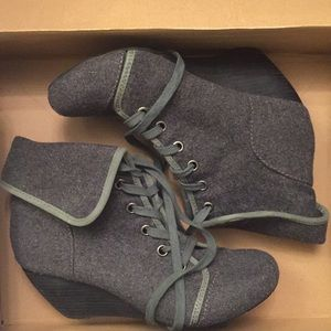 ALDO Gray Wool Booties, Size 10